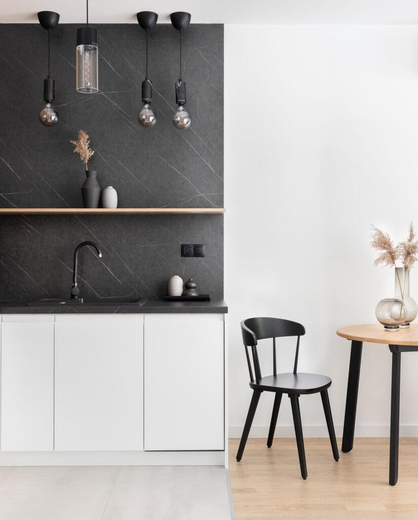 biało czarny aneks kuchenny