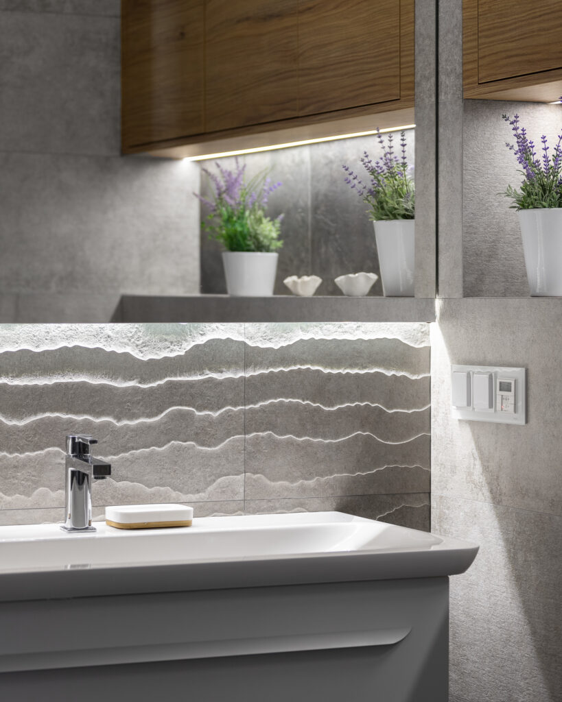 płytki strukturalne w łazience