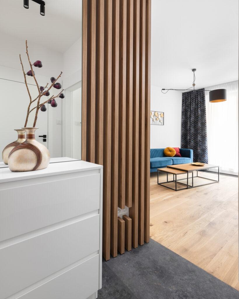 drewniane lamele na ścianie