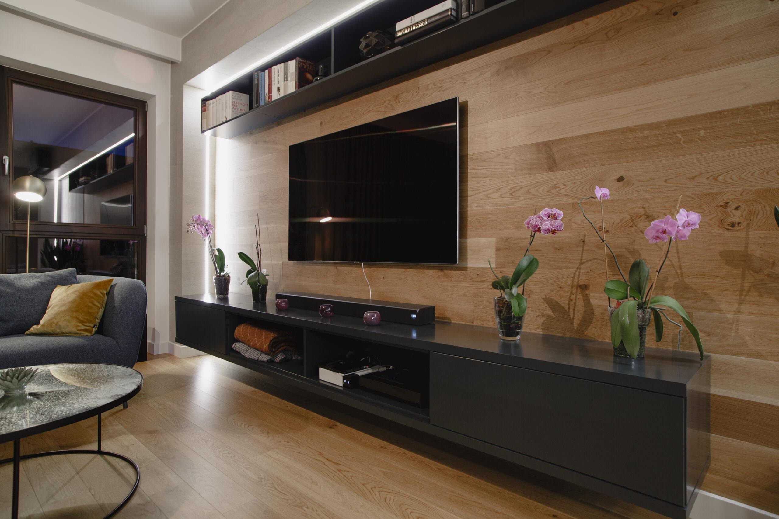 drewniana ściana telewizyjna