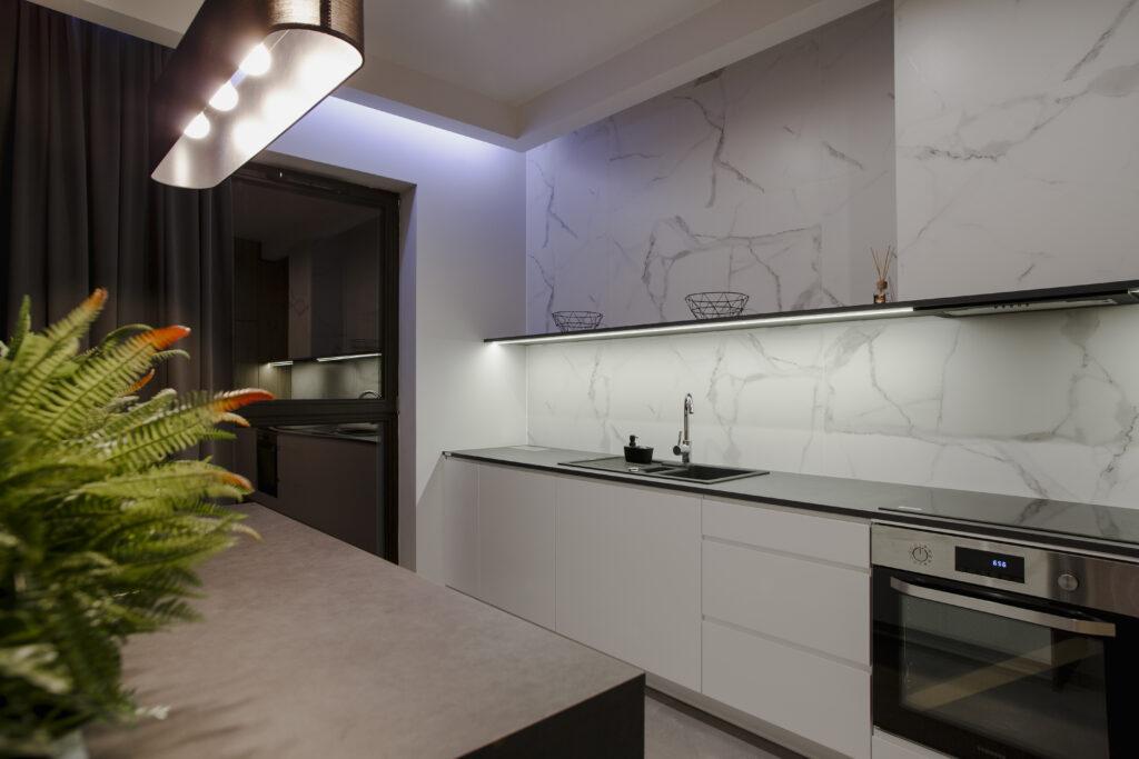 płytki marmurowe w kuchni