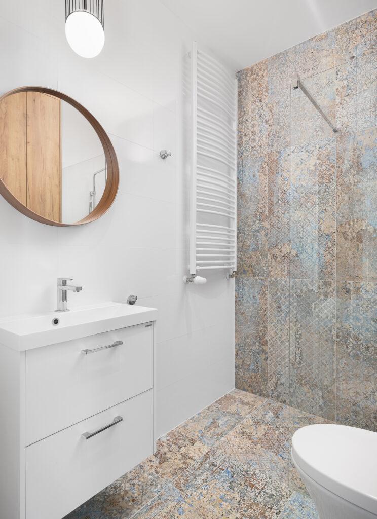łazienka z kabiną walk-in
