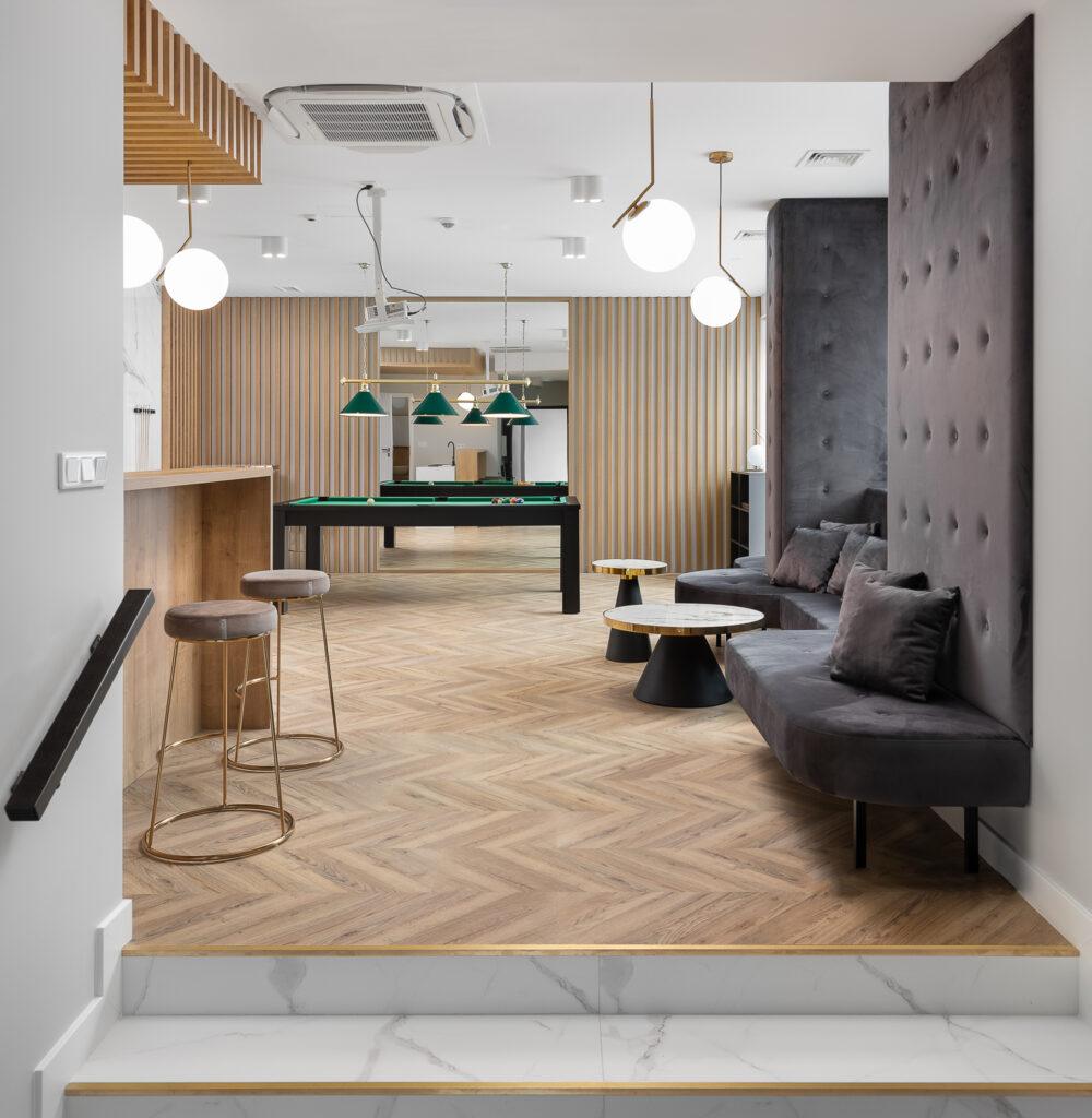 salon z tapicerowanymi meblami