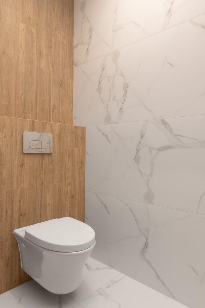 toaleta z marmurem